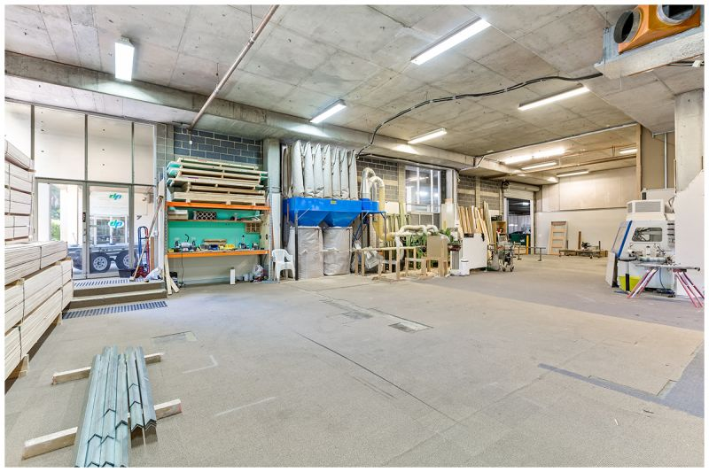 PREMIUM QUALITY WAREHOUSE SPACE   OCCUPY OR INVEST