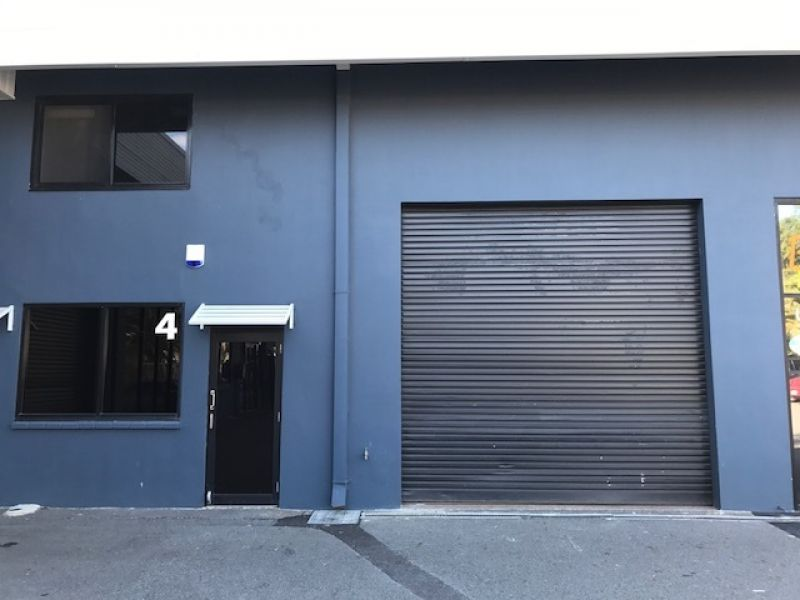 Convenient Warehouse in Burleigh Heads