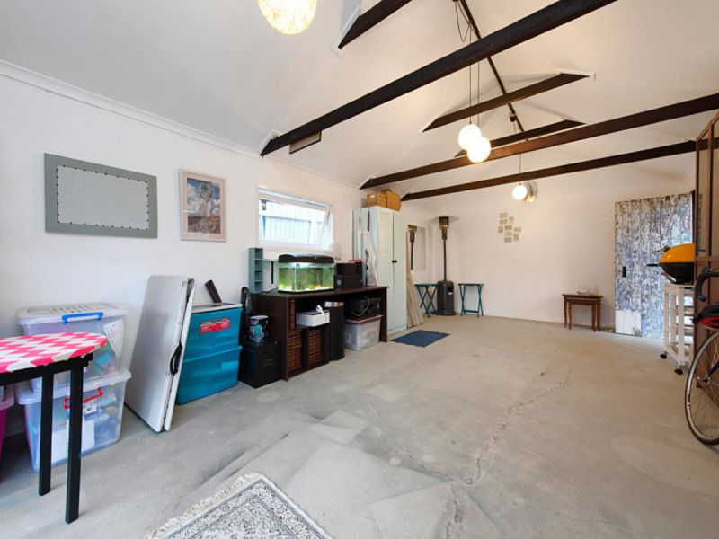 PERFECTLY PRESENTED FAMILY HOME WITH DETACHED