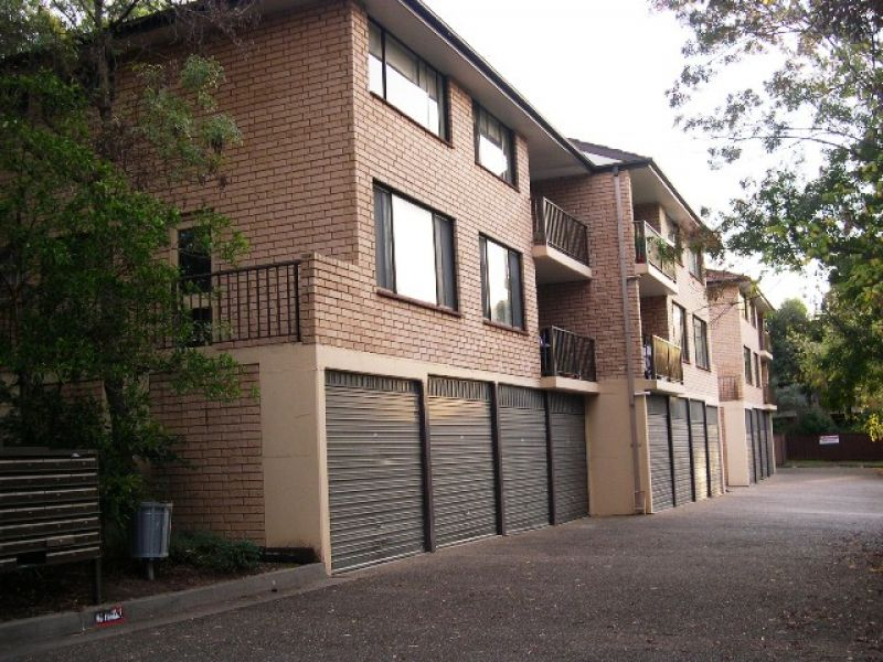 Central Location - Walk to shops and station!