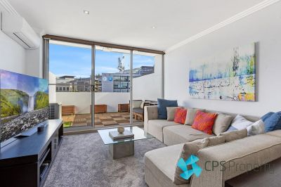 STYLISH SPLIT-LEVEL TWO BEDROOM RESIDENCE IN CENTRAL SECURITY COMPLEX