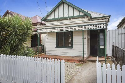 Charming, spacious and with laneway access!