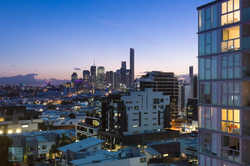 CITY VIEWS & PERFECT FOR A FIRST-HOME BUYER!>