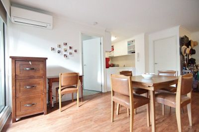 Southbank Condos: Conveniently Positioned Two Bedroom Apartment!
