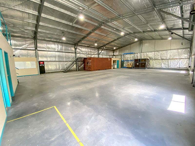 INDUSTRIAL SHED WITH SECURE YARD