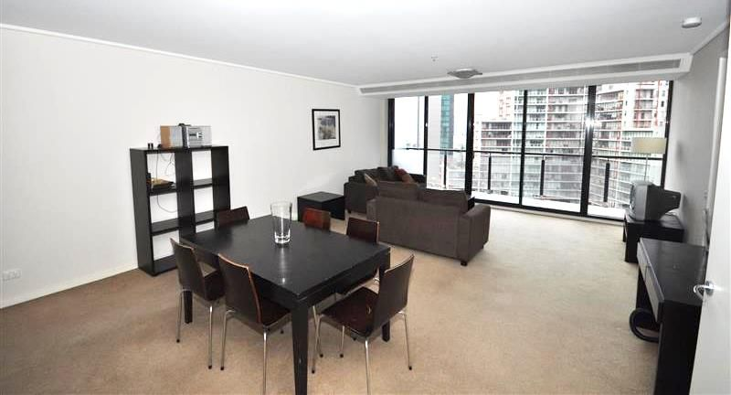 FULLY FURNISHED - Melbourne Tower 14th floor: Style and Comfort!