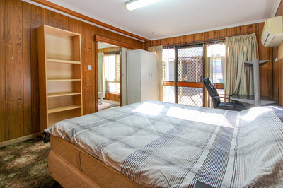Fully Self-contained Unit w/carpark offers peace and privacy