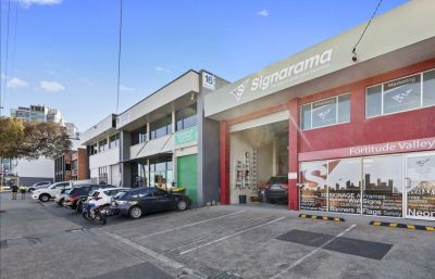 VERSATILE OFFICE/WAREHOUSE - KINGS STREET PRECINCT!