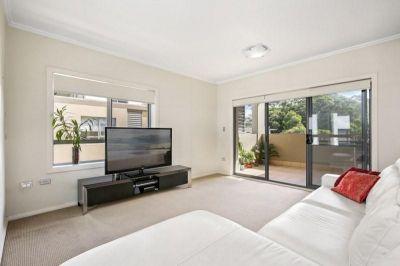Modern Apartment – 200m to Killara Station
