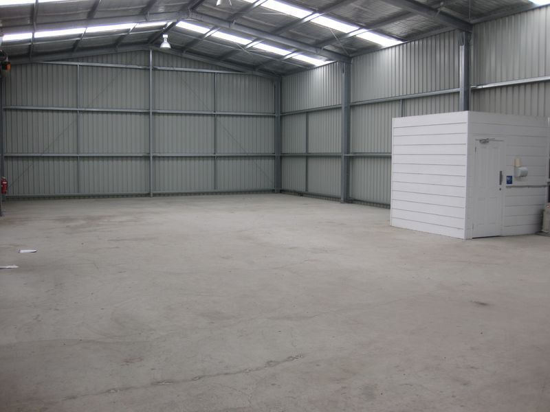 HIGH QUALITY SECURE WAREHOUSE OF 288M²