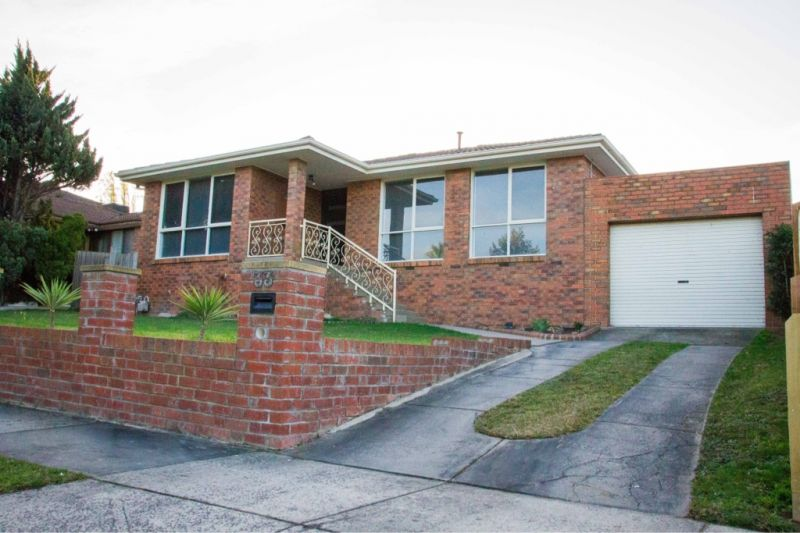 Beautiful family home close to Thomas Mitchell Primary School !