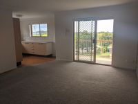 LIGHT SPACIOUS UNIT WITH VIEWS TO GATEWAY & BEYOND