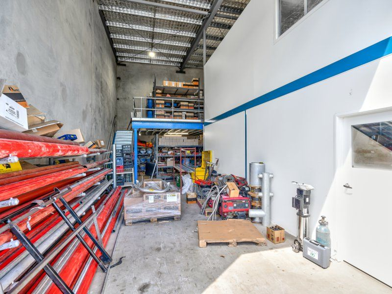 Impress Customers/Clients With This Premium Office/Warehouse