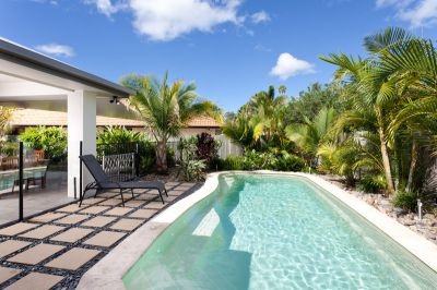 Well-designed large family home with pool at end of quiet cul de sac
