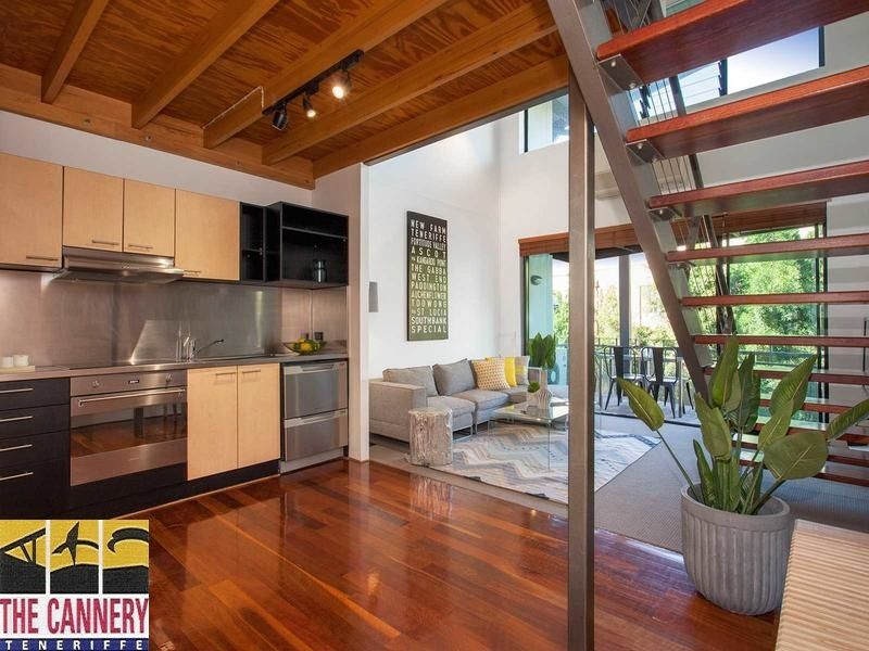 Spacious Loft-Style Living In Teneriffe>
