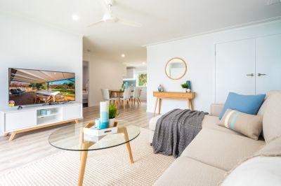 RENOVATED BEACH HOUSE - WALK TO BEACH