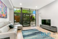 = HOLDING DEPOSIT RECEIVED = DUAL ACCESS EXECUTIVE COURTYARD APARTMENT WITH ADDITIONAL STUDY/SECOND BEDROOM - PET FRIENDLY