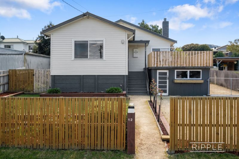 BEAUTIFUL FAMILY HOME - TREASURED PETS CONSIDERED - GARDEN MAINTENANCE INCLUDED $460 PER WEEK