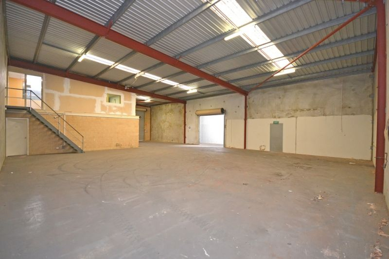 Office/Warehouse For Lease in Malaga - 433sqm for only $31,000pa net!