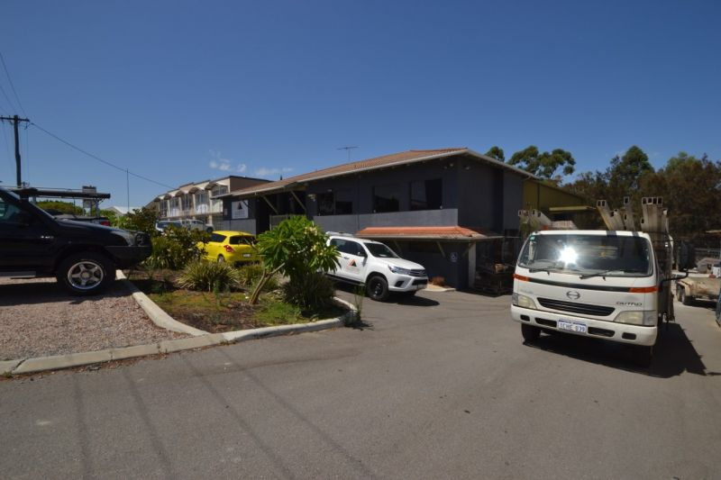 Well Located Freestanding Office/ Warehouse in the Heart of Belmont Commercial Precinct