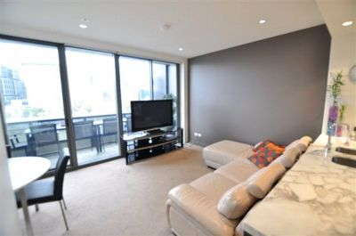 Freshwater Place: Spacious and Luxury One Bedroom Apartment in the Heart of Southbank!