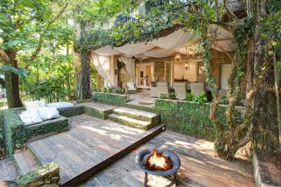 Romantic, Classically Inspired Sanctuary With a Sense of Seclusion and Direct Access to Parsley Bay