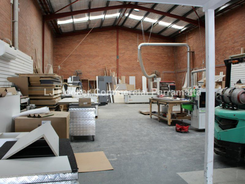 Modern Freestanding Warehouse With Exposure - INVESTMENT OR OCCUPY