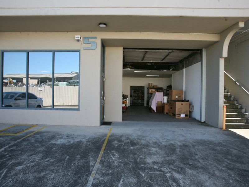 WELL APPOINTED OFFICE SPACE WITH SMALL WAREHOUSE STORAGE