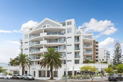 OCEAN GROVE - OVERSIZED ONE BEDROOM WITH EXPANSIVE TERRACE