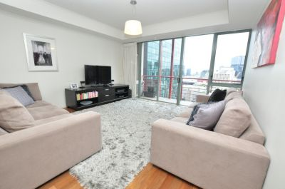 Southbank Towers: Spacious Two Bedroom Apartment on 14th Floor!