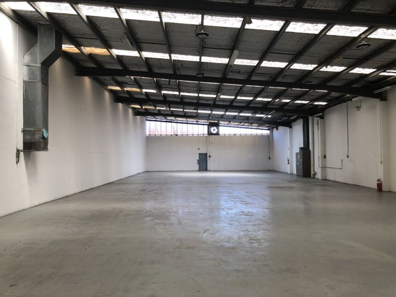 STAND-ALONE WAREHOUSE WITH CONTAINER HEIGHT AND ACCESS