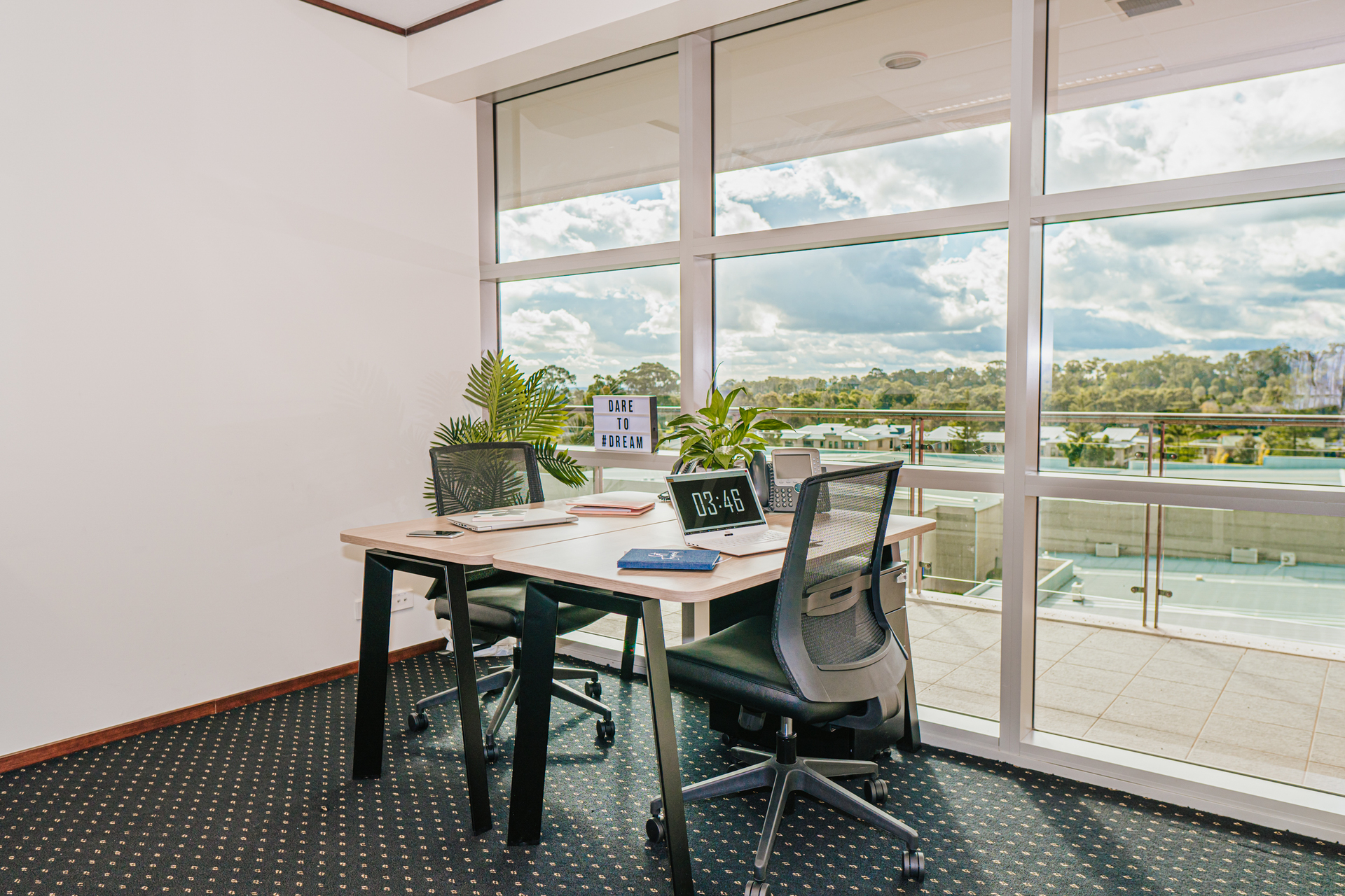 4-person workspace with natural light located in the heart of the Norwest Business Park