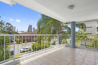 Top Floor renovated unit in the heart of it all & Short Stroll to the Beach.