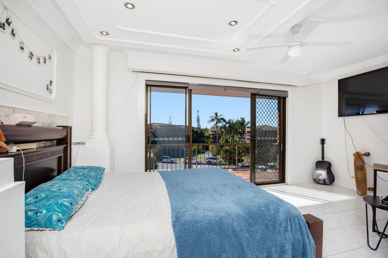 For Sale By Owner: 23 Duet drive, Mermaid Waters, QLD 4218