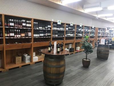 Wine bottle shop close to Box Hill - Ref: 15629