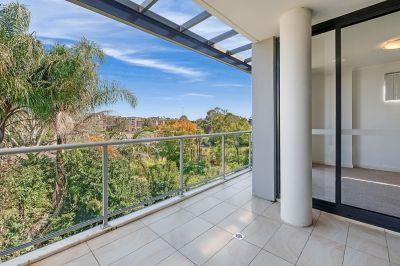 Modern Light Filled Apartment In Quaint and Friendly Neighbourhood