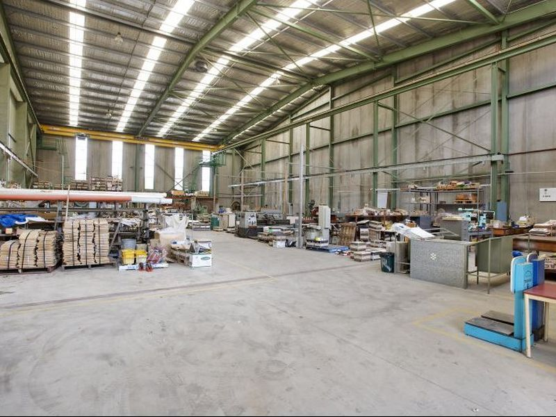 High Clearance Warehouse with Gantry Crane