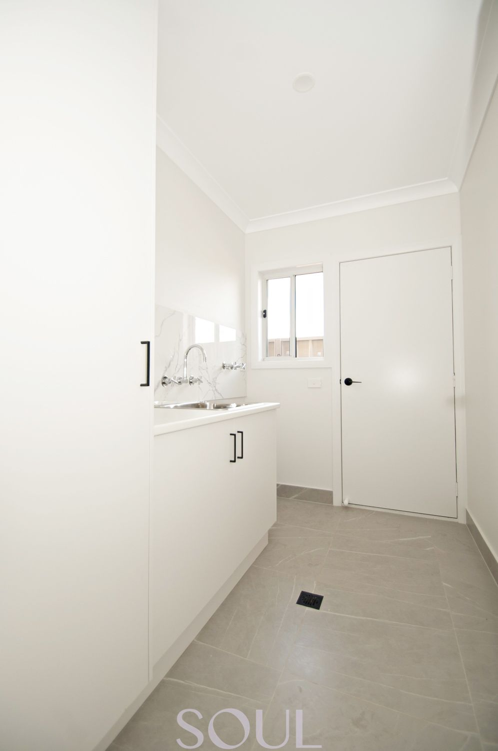 18 Lanza Grove Griffith 2680