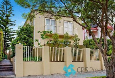 STYLISH TWO BEDROOM TOWNHOUSE IN TIGHLY-HELD BOUTIQUE SECURITY COMPLEX