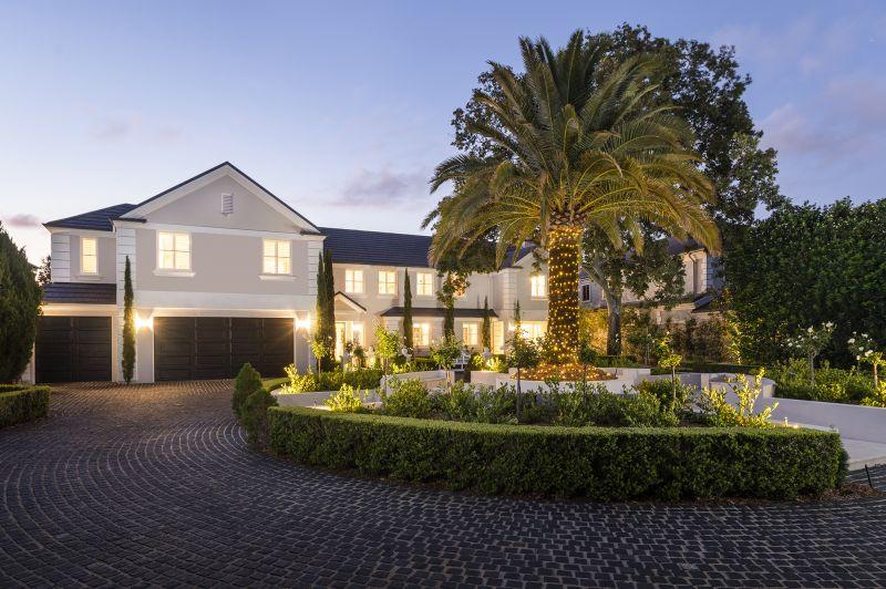 Exquisite and Iconic Main River Estate