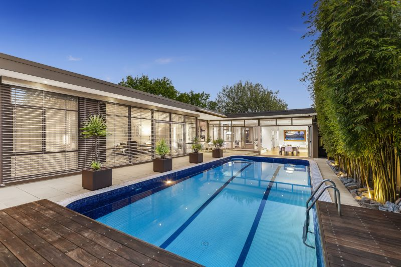 Luxury Single Level Residence in an Exclusive Golden Mile Location