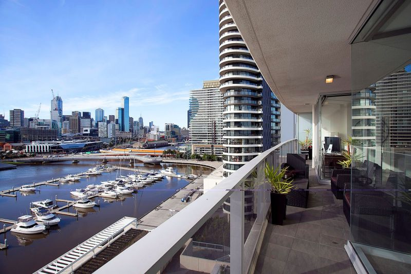 Spacious two bedroom apartment with Yarra Views