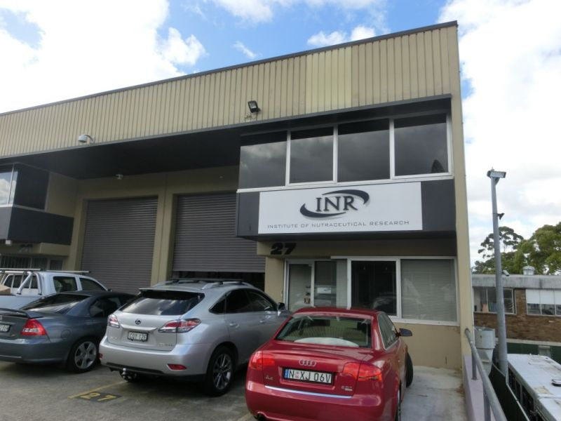 HIGH CLEARANCE WAREHOUSE IN PRIME LOCATION