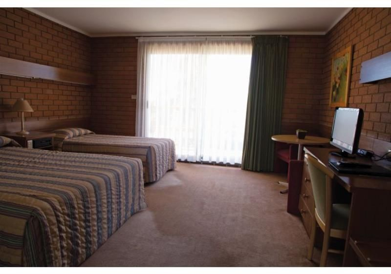 Immaculately Presented Leasehold Motel plus 3-Bedroom Residence