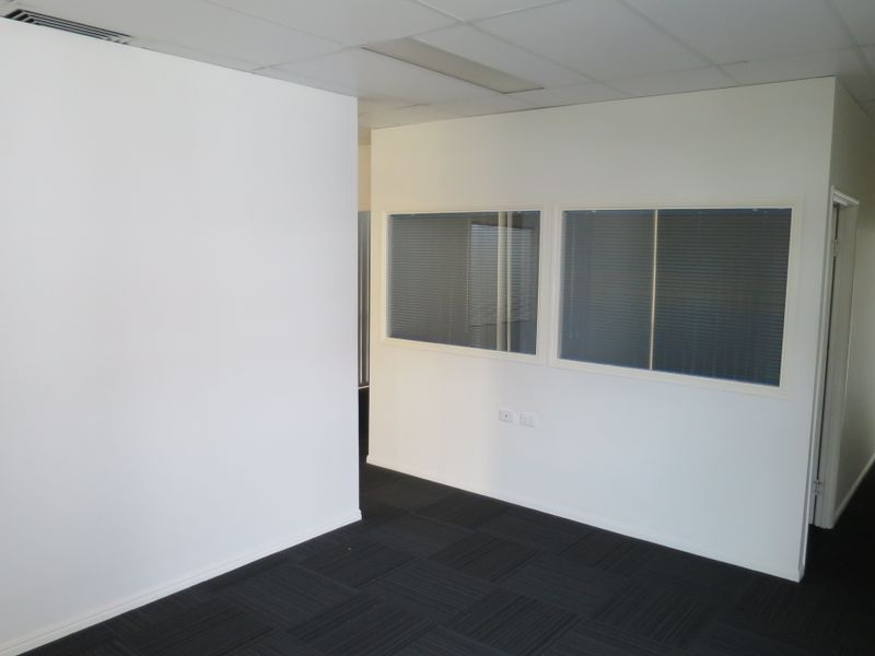 154sqm Office Suite In Busy Springwood Precinct