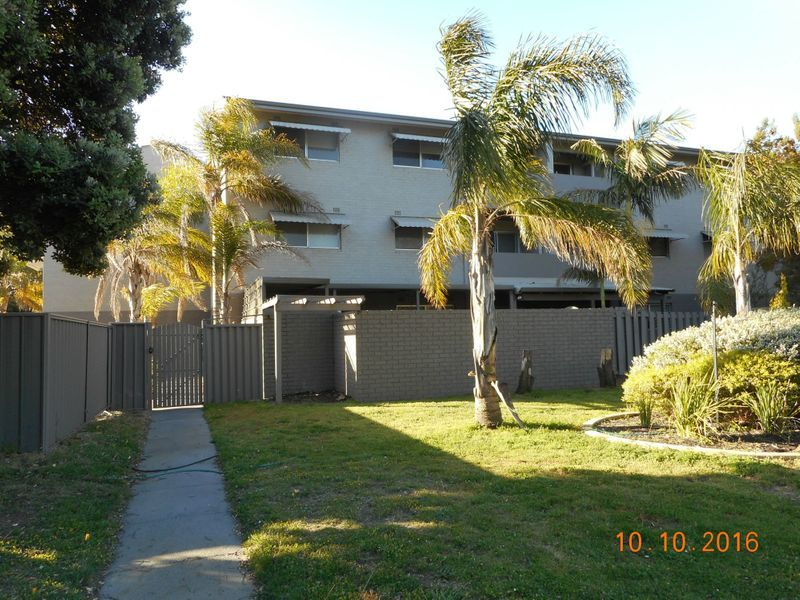 BEAUTIFUL AND EASY TO MAINTAIN, GROUND FLOOR UNIT