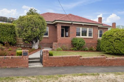 OUTSTANDING CHARACTER HOME WITH ALL THE MODERN CONVENIENCES 7 MINUTES TO THE CBD!
