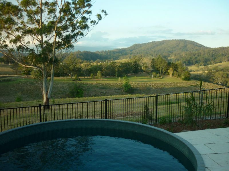 NORTHERN RIVERS LIFESTYLE ON LOW-MAINTENANCE-ACREAGE CLOSE TO TOWN!