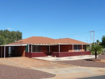 FANTASTIC LOCATION IN DAMPIER