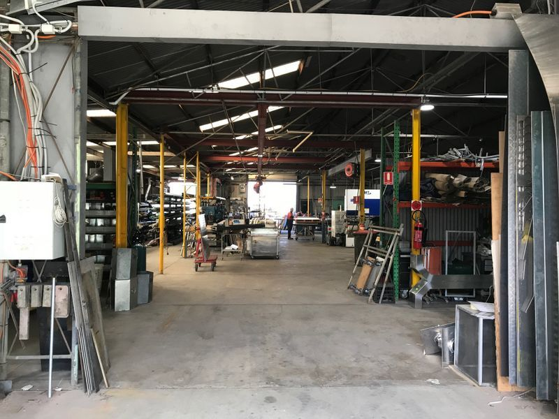 POPULAR AUTOMOTIVE POSITION WITH REAR LANE ACCESS - 580m2